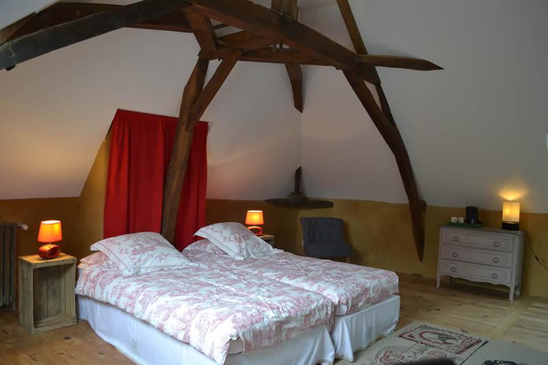 chambre-hotes-edouard-domaine-des-vaulx-lit