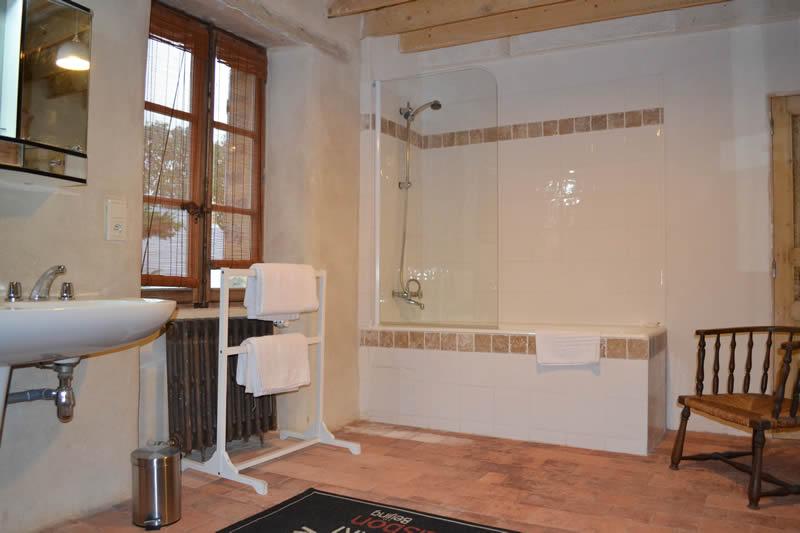 gite-grande-maison-poupardiere-domaine-des-vaulx-salle-de-bain