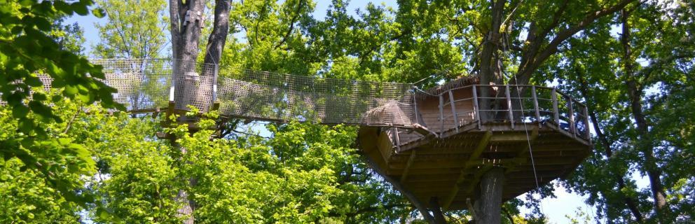 cabanes dans les arbres domaine des vaulx. Black Bedroom Furniture Sets. Home Design Ideas