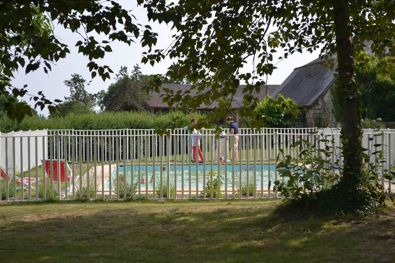 chambre-hotes-bonne-maman-domaine-des-vaulx-piscine