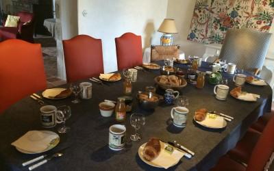 Un petit déjeuner copieux en chambres d'hôtes